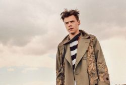Foto de Harry Styles revela título do primeiro single solo