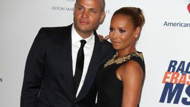 Foto de Ex-Spice Girls Mel B acusa ex-marido de traição com babá após acordo para ménage