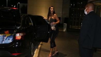Foto de Ex BBB Ivi chega ao hotel e é recebida por parentes e ex marido
