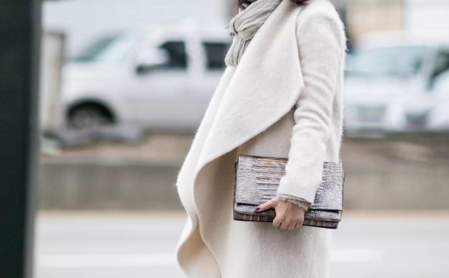 Szlafrokowy płaszcz - komu pasuje?