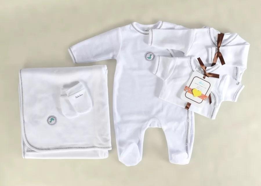 Jakie ubranka dla niemowląt warto kupić do wyprawki?