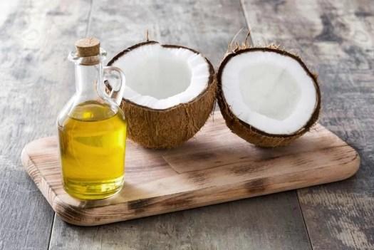 Blogerki uważają olej kokosowy za najlepszy – dlaczego? Poznaj ich opinie