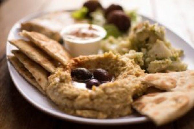 Przepis na pastę z ciecierzycy, czyli jak zrobić hummus