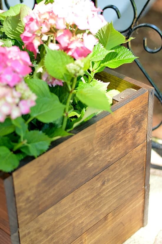 A great afternoon project! This DIY wood planter box looks great on her front steps and is very simple and cheap to make