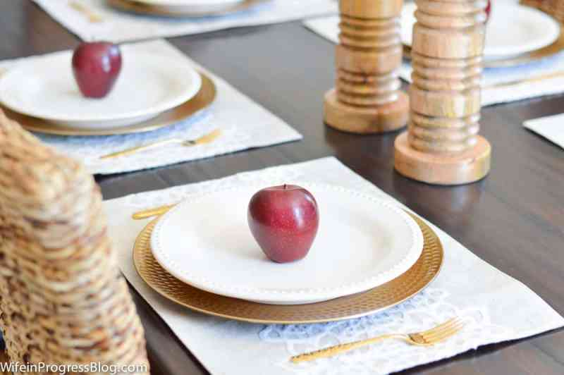 Fall decorating ideas for the dining room. Create an inexpensive table setting with apples.