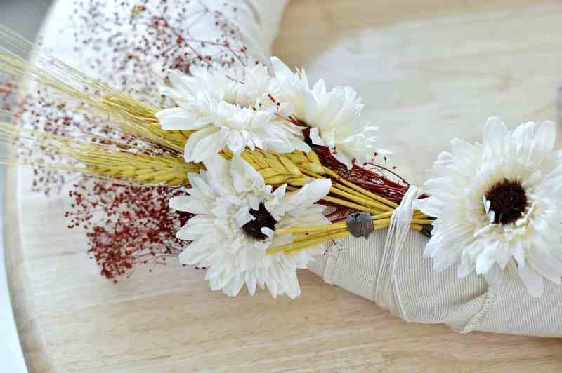 how-to-make-fall-burlap-wreath-step6