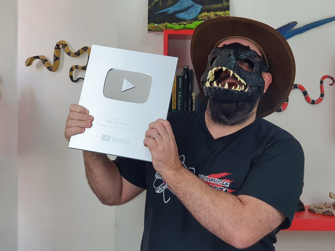 Biólogo Henrique: como a balbúrdia de um professor no YouTube vem ajudando a salvar serpentes no Brasil