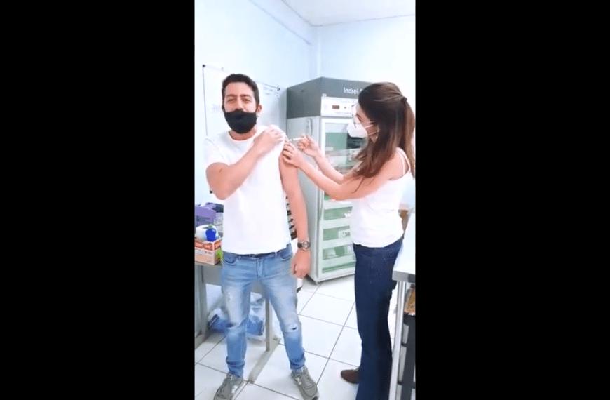 VÍDEO: Narrador Leandro Chaves narra a própria vacinação e faz sucesso nas redes sociais; confira