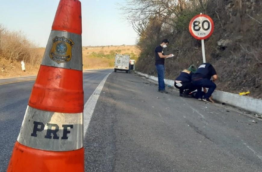 Motociclista bate de frente com caminhão e morre em trecho da BR-304 no interior do Rio Grande do Norte