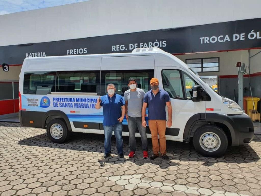 Prefeitura de Santa Maria entrega van 0km para transportes de pacientes