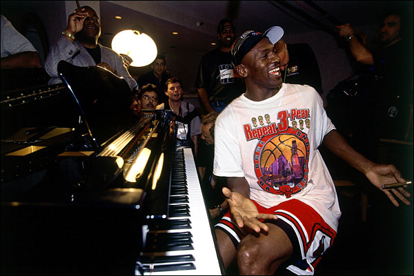 michael-jordan-1998-season-bulls-piano-championship-1