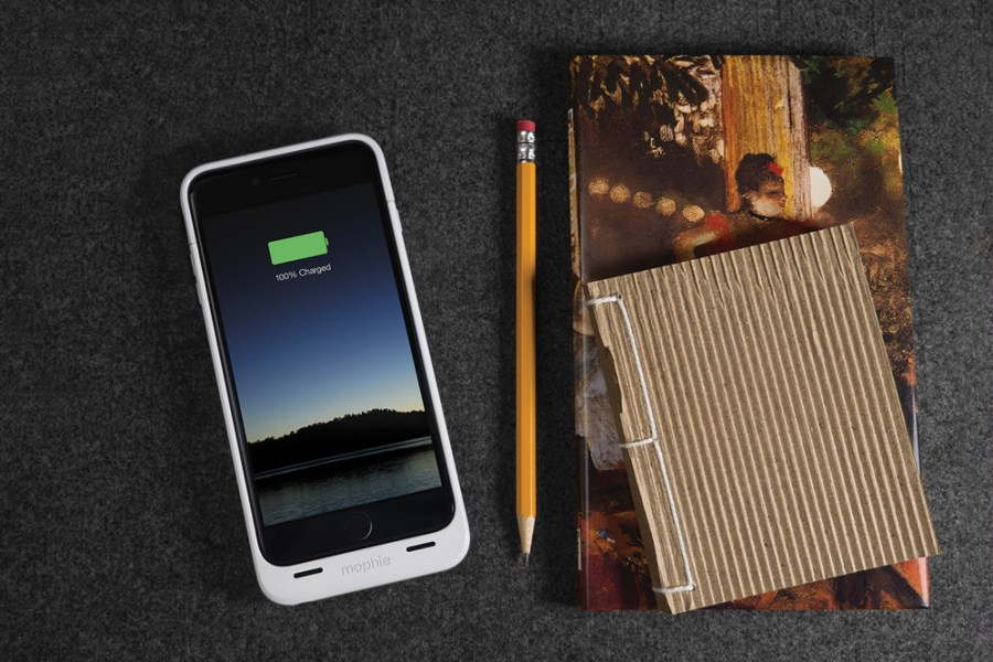 mophie-juice-pack-iphone-6-iphone-6-plus-air-2015-ces