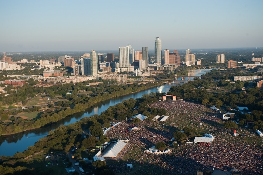 austin-city-limits-festival-2015-features-foo-fighters-and-drake-1