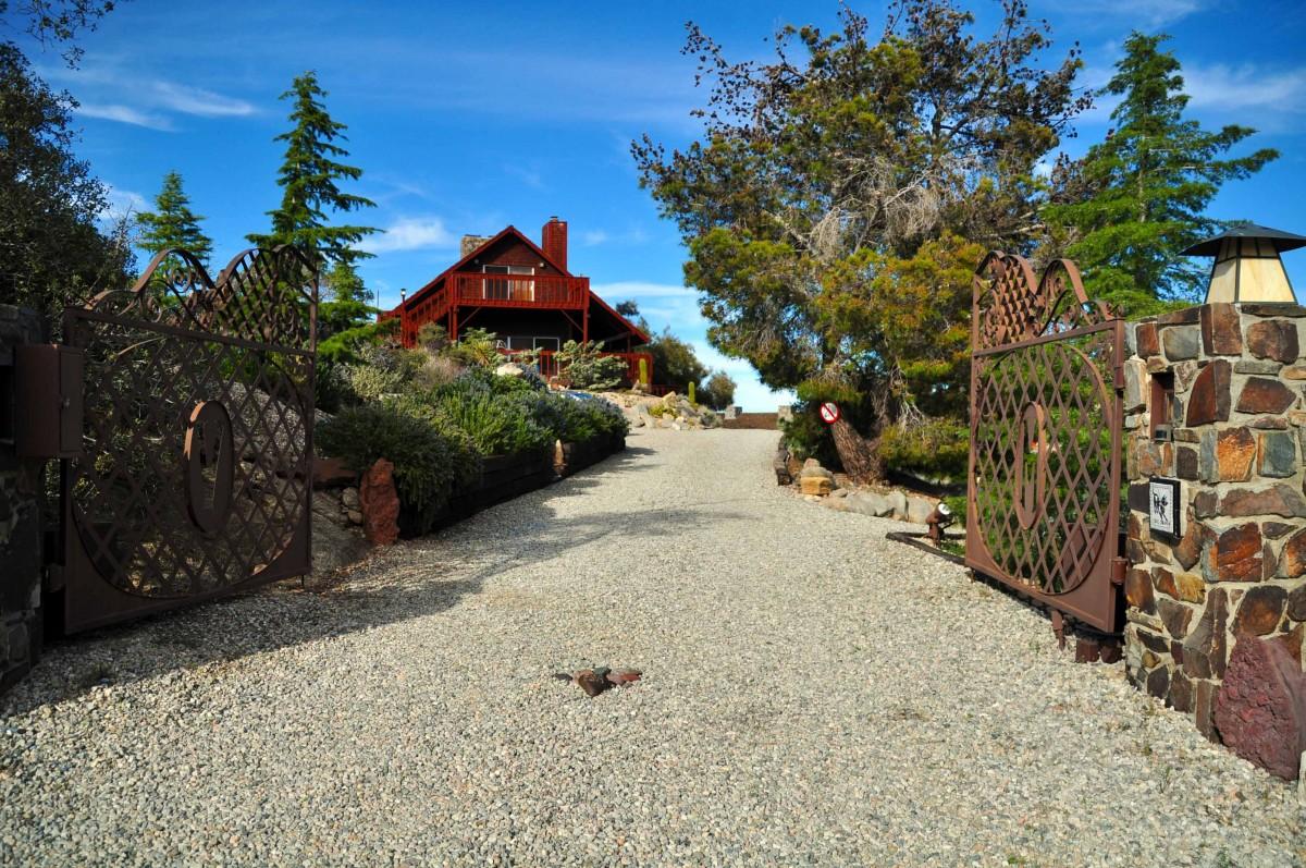 A Look Inside Frank Sinatra's 'Villa Maggio' Home