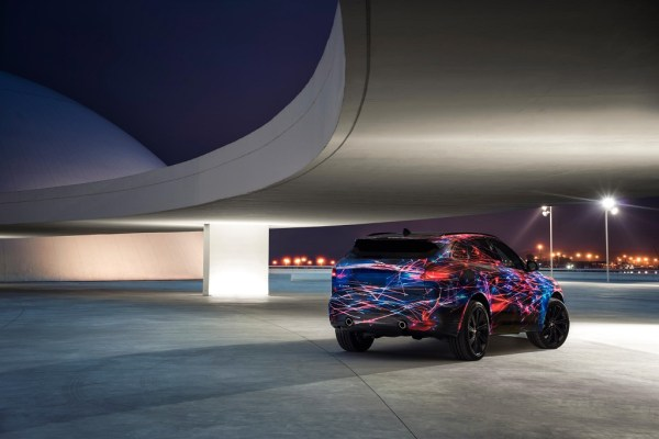 jaguar-releases-a-teaser-for-the-f-pace-1