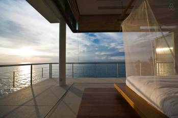 stay-in-this-arte-charpentier-designed-villa-overlooking-the-andaman-sea-12