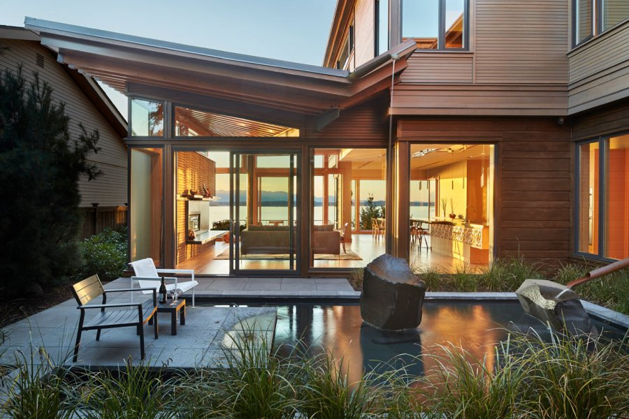 The-Beautiful-Elliot-Bay-House-at-Puget-Sound-Seattle-02