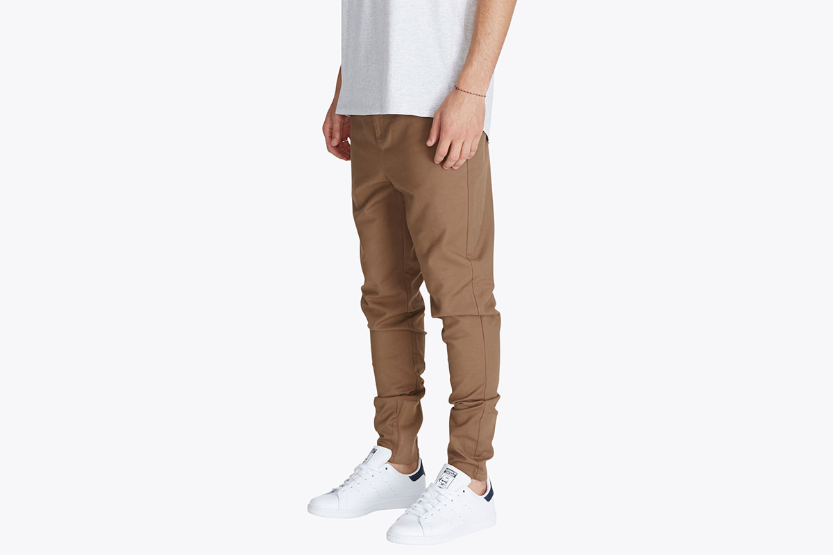 zanerobe-sharpshot-chino-camel-look-1