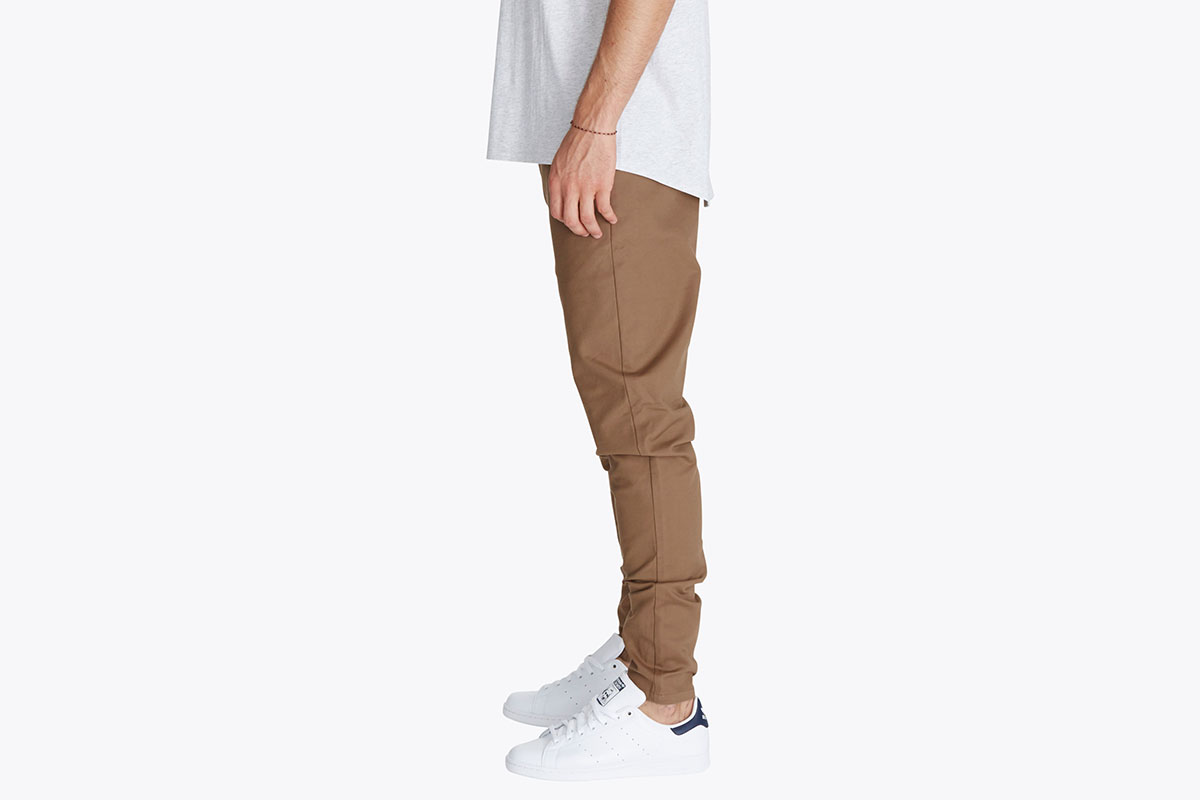 zanerobe-sharpshot-chino-camel-look-2