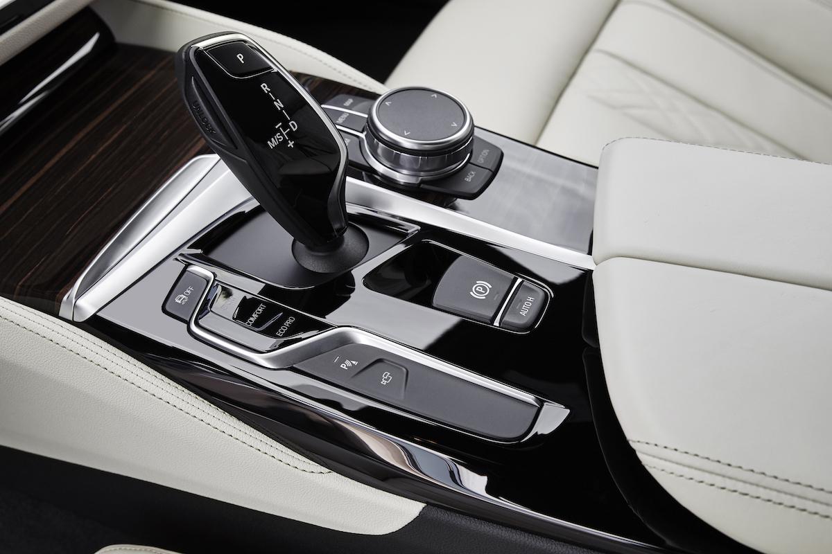 bmw-2017-5series-sedan-2