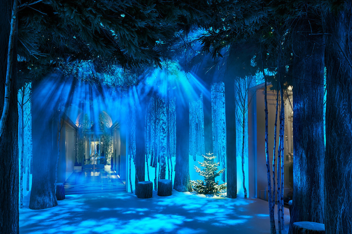 apple-jony-ive-marc-newson-christmas-installation-claridges-2