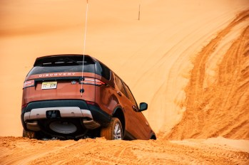 land-rover-discovery-2018-amangiri-global-11