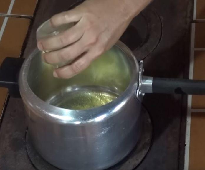 Banha de porco na panela de pressão