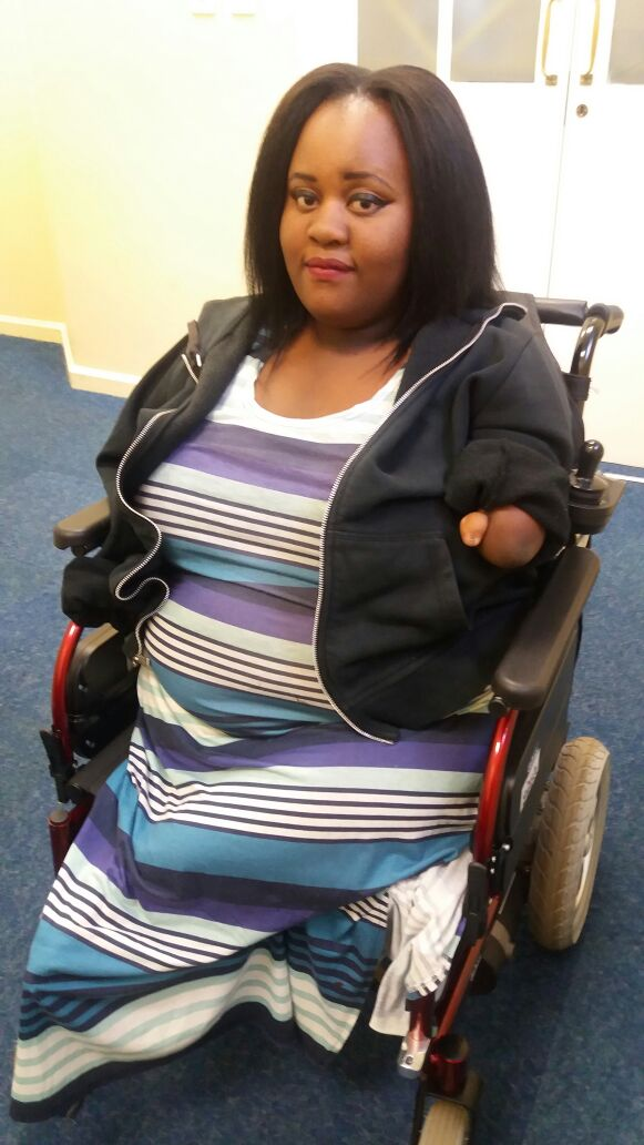 Social Worker (22) with No Arms Crowdfunds for her Independence