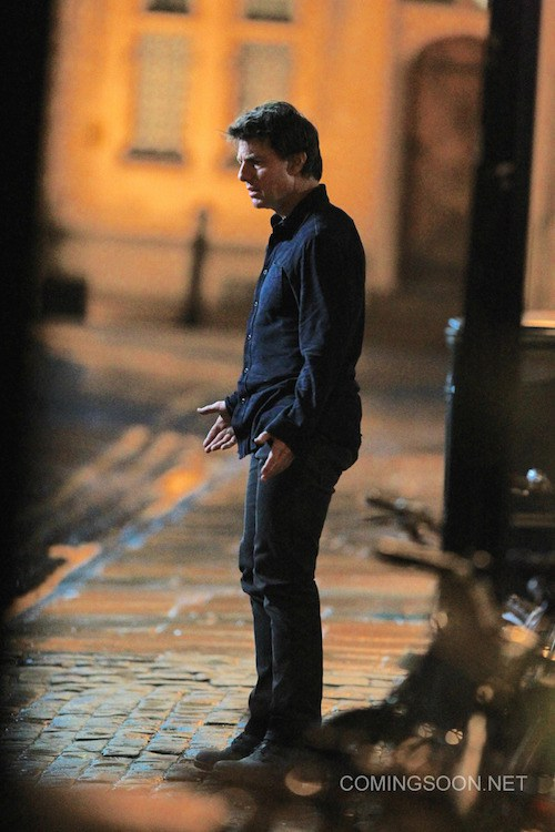 Tom Cruise arrives on the set of The Mummy. The story follows Navy Seal Tyler Colt and his mission in the Iraqi desert to find a group of terrorists hiding out in a bunker. Featuring: Tom Cruise Where: Oxford, United Kingdom When: 05 Apr 2016 Credit: WENN.com