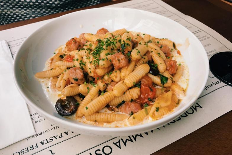 Gnocchetti Sardo com linguiça de javali, azeitona e pecorino.