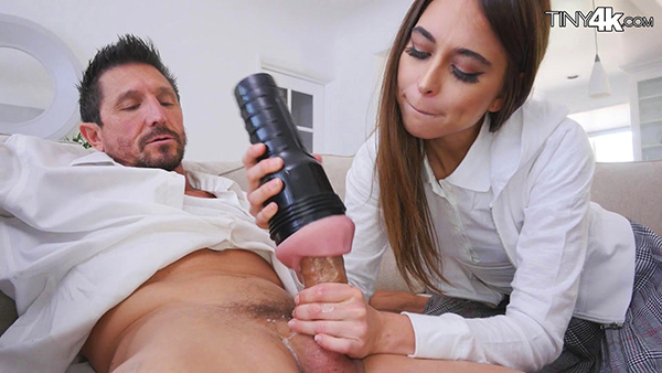 [Tiny4K] Riley Reid – Naughty Father's Day Gift [1080p] (Incest Roleplay)