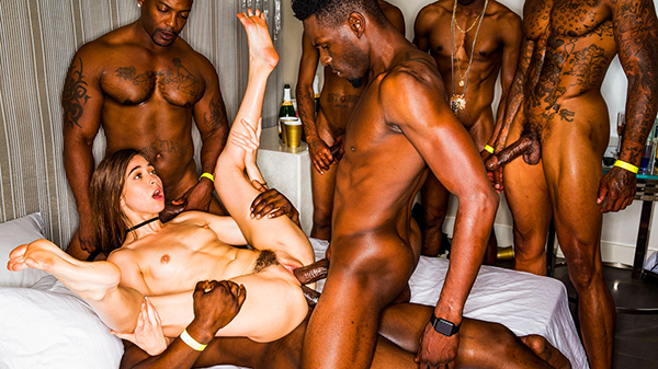 [BlackedRaw] Riley Reid – Girlfriend Gangbang At The After Party [720p HEVC x265]