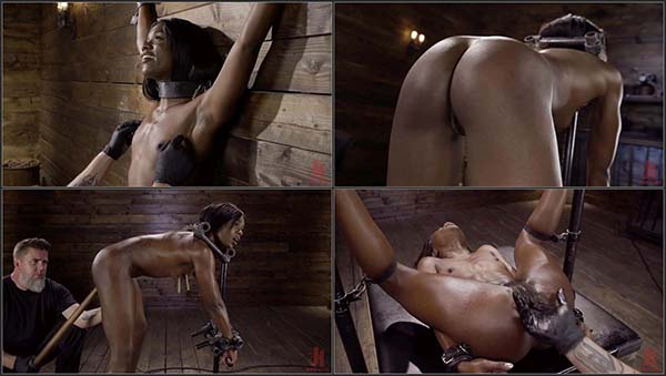 [DeviceBondage] Sexy Slut Ana Foxxx Tormented in Steel Devices [720p 30FPS]