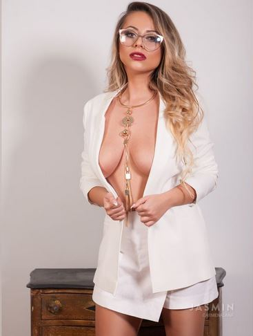 CarmenAlanda Hot Kinky Cam Babe Glasses Fetish