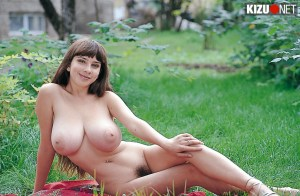 Yulia Nova in the park   HD nude pictures