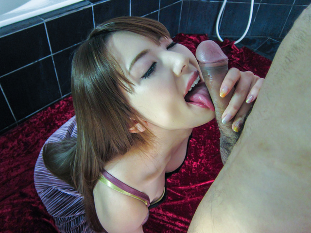 Japanese pornstar Yui Hatano gives a really hot blowjob