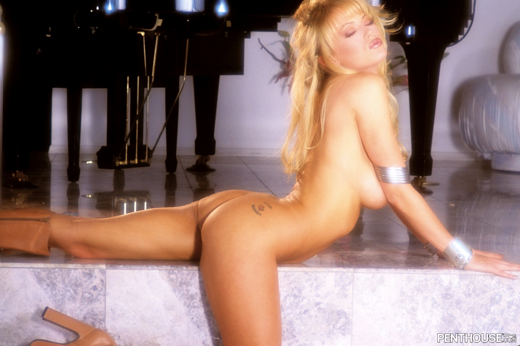 Jenna Jameson nude in her January 2004 Penthouse Pet Of The Month photo spread 006