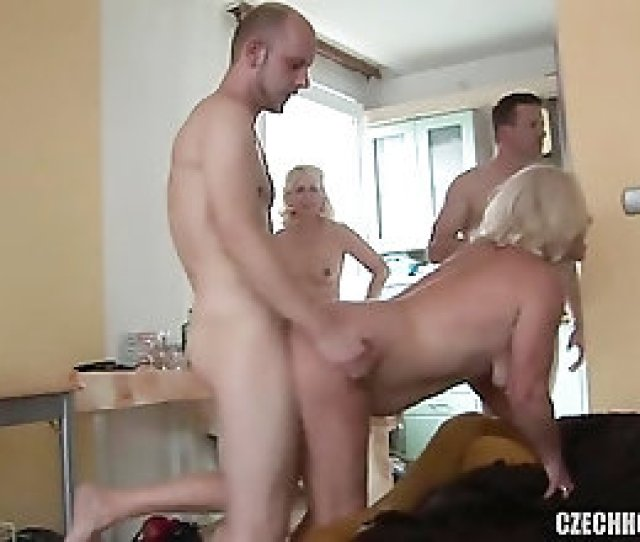 Mature Swingers Know How To Put On A Proper Orgy