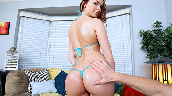 Summer Brooks (Loyal GF Stays In To Fuck / 02.23.2018)