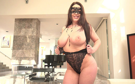 Gets Her Pussy Treated Like Royalty with Angela White