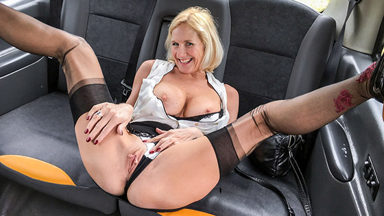 Older lady's big pussy lips opened with Molly MILF