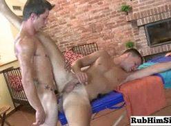 Sexo gay gravado na hora da massagem.