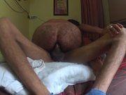 Moreno sentando na rola do amigo em sexo amador.