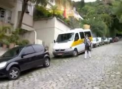Brasileiro passivo rebolando no cassete.