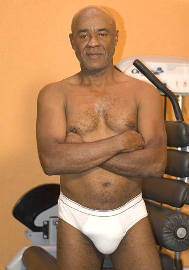 Brasileiro moreno dono de um cassete bem grande é conhecido como Kid Bengala.