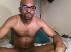 Negão pirocudo pelado na cam.