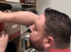 Gordinho safado batendo punheta
