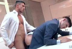 Sexo con el jefe en la oficina