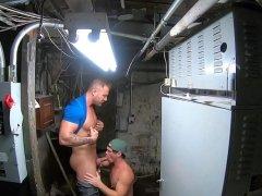 cogiendo en el sótano