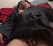 Borracho durmiendo con la pija al aire